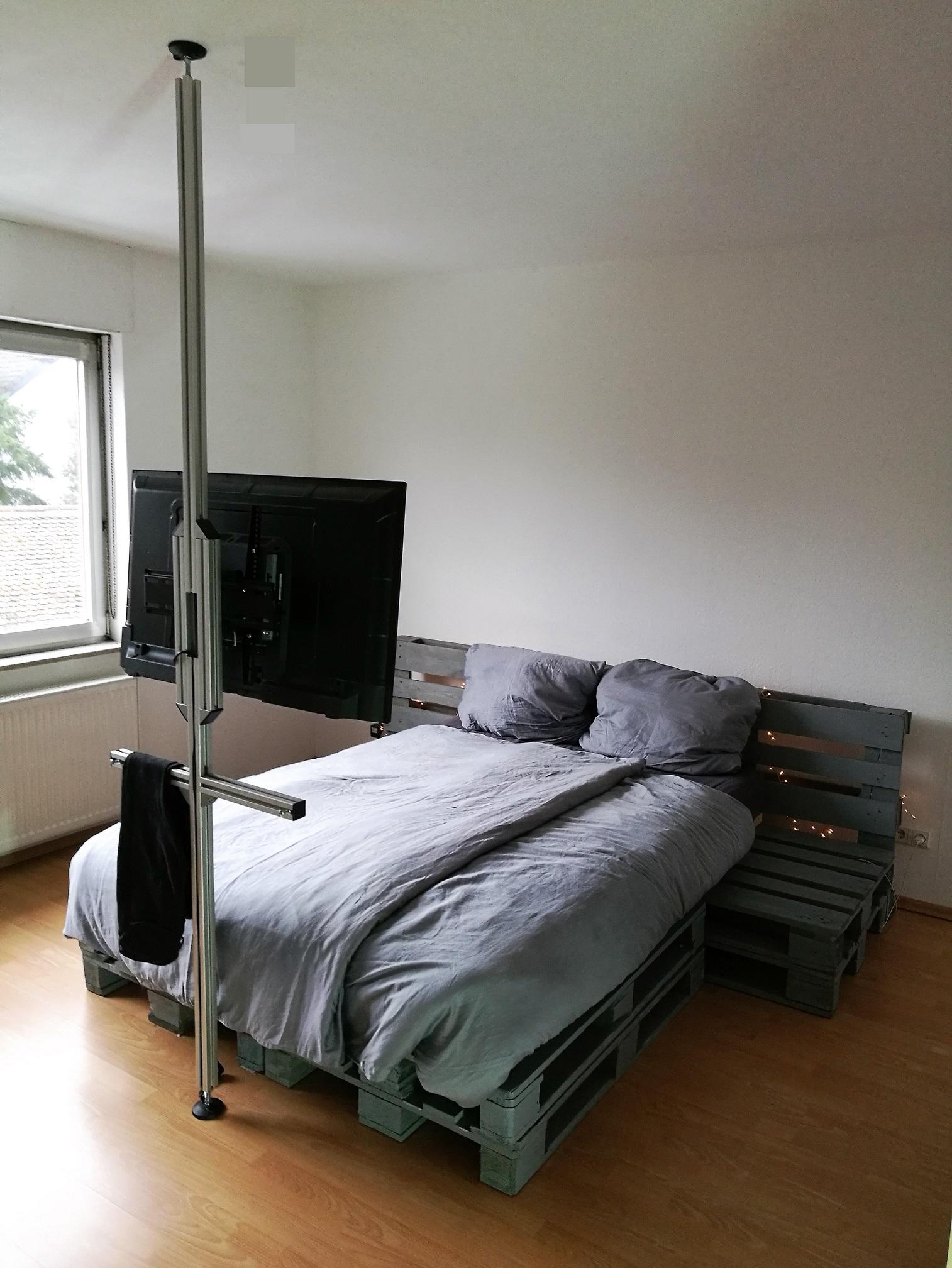 tv stangen tv halterungen aufstehhilfen boden decken stangen tv s ulen tv halterung f r. Black Bedroom Furniture Sets. Home Design Ideas
